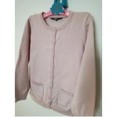 Světle růžový dívčí svetr s kapsami