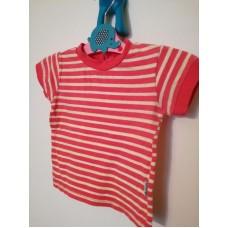 Červené triko s pruhy