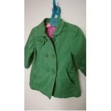 Zelený kabátek s růžovou podšívkou
