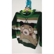 Zelený svetr s výložkami a medvědem