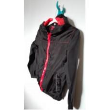 Černá sportovní bunda s červeným lemem